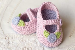 Mary Jane Rosebud Baby Booties Crochet Pattern
